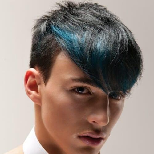 Des lumières colorées sur les cheveux courts
