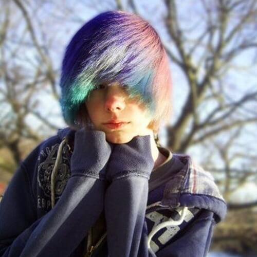 coiffures arc-en-ciel Emo pour les hommes