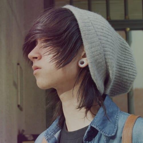 Coiffures Emo avec un bonnet